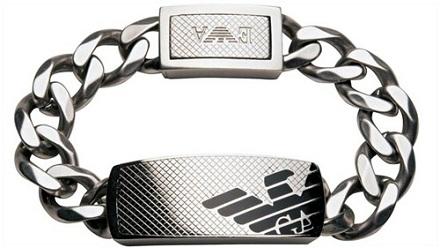 La conocida firma Emporio Armani ha lanzado una nueva línea de joyas para hombre en acero ya que normalemente siempre ha trabajado la plata.