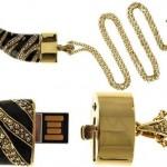 Roberto Cavalli: Collar de lujo con USB