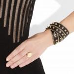 Versace: Pulsera de cuero con tachuelas doradas