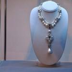 Subastan la perla 'Peregrina' de Liz Taylor
