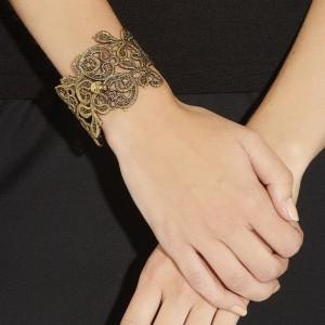 Alexander McQueen: Pulsera dorada con cristales swarovski 2013